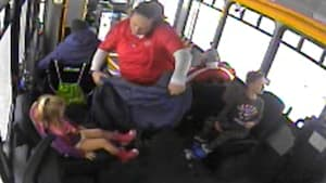 Bus driver saves 2 children wandering in the cold
