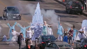 'Frozen 2' stars stop traffic with epic show