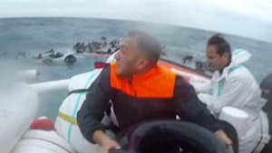 Coast guard saves migrants from sinking ship