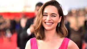 Gelbes Kleid mit XXL-Schleppe: So schön ist Emilia Clarke in ihrem ausgefallenen Look