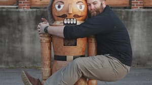 Woodworker makes a 6ft tall Nutcracker