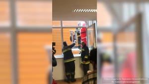 Nikolaus in Action - Mit der Feuerwehr durch die Lüfte