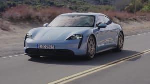 Der neue Porsche Taycan 4S auf der Straße
