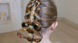 Mom creates Christmas tree braid for her daughter
