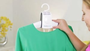 This clothes hanger has a built-in dryer