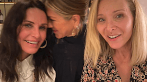 The 'Friends' ladies have girls night out!
