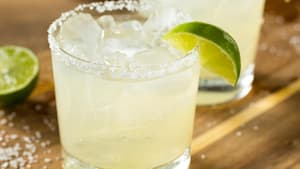 How do you make a skinny margarita at home?