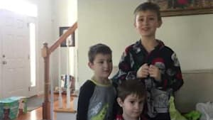 Kids overjoyed at parents' pregnancy announcement