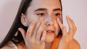 Mit nur zwei Zutaten: So stellt ihr eure eigene Augenkonturencreme her