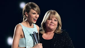 Taylor Swift Reveals mom Andrea has a brain tumor
