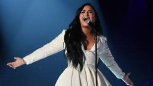 Demi Lovato bricht in Tränen aus