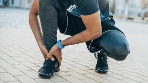 Mann fährt in Notaufnahme wegen blau angelaufener Beine: Dann schämt er sich total