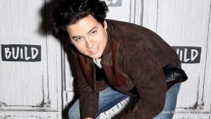 """""""Riverdale"""": Cole Sprouse überrascht Fans mit diesem Look"""