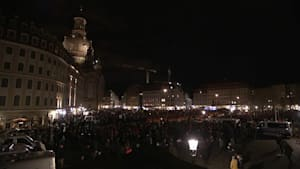 In Dresden demonstrieren Tausende für und gegen Pegida