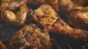 Ist Hähnchenfleisch besser mit oder ohne Haut?