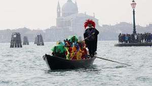 Nach 2 Toten und 129 Infizierten wird Karneval in Venedig abgesagt