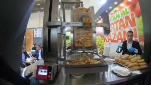 In der Türkei kommt der Döner jetzt vom Döner - Roboter