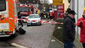 Auto rast bei Karnevalsumzug in Menge: 10 Verletzte, auch Kinder