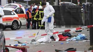 Autofahrer rast in Fastnachtsumzug, über 50 Verletzte