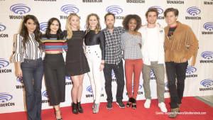"""""""Riverdale""""-Stars KJ Apa und Cole Sprouse zeigen ihre Muskeln"""