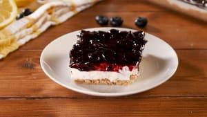 No-bake blueberry cheesecake lasagna