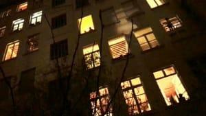 Nachbarschaftshilfe in Frankreich - Kino auf der Hauswand
