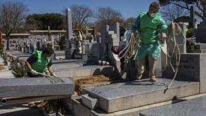 Mehr als 800 neue Coronavirus-Tote in Spanien