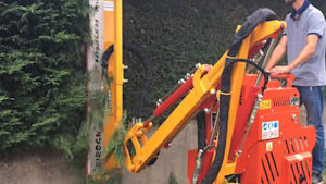 Incredible hedge trimmer is mesmerizing to watch