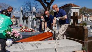 Spanien: Menschen müssen mit Trauer leben