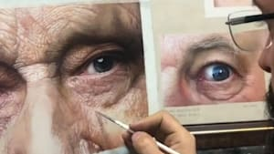 Artist paints jaw-dropping realistic portraits