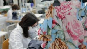 Armani und Co: Schneidern gegen das Coronavirus