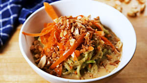 Thai peanut cucumber noodles are so flavorful