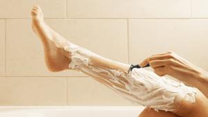 Aus diesem wichtigen Grund sollten Haare an Damenbeinen sprießen!