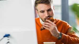 Stressessen: Mit diesen 6 Tipps gelingt euch der Kampf gegen das Verlangen