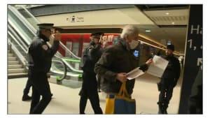 Polizisten bauen Dämme gegen Oster-Reisewelle