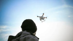 Verrücktes erstes Date in Quarantäne: Mann plant es mit einer Drohne