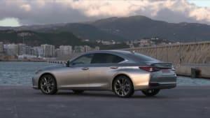 Lexus ES 300h überzeugt im ADAC Ecotest
