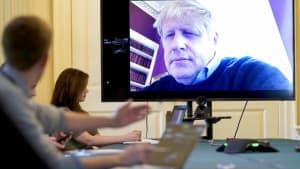 Coronavirus: Johnson führt Regierungsgeschäfte aus dem Krankenhaus