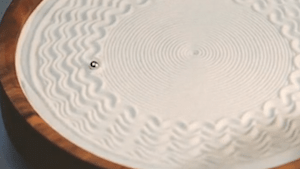 Kinetic sculpture draws beautiful patterns on sand
