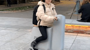 Inflatable motor scooter is light enough to carry in a backpack