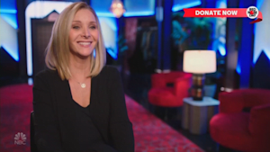 Lisa Kudrow totally owns embarrassing moment