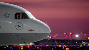 """Lufthansa-Rettung: Merkel stellt sich auf """"harten Kampf"""" mit Brüssel ein"""