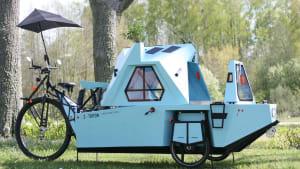 Ferien mit sozialer Distanz: Dieser Wohnwagen ist ein Boot, ein Haus und ein Dreirad