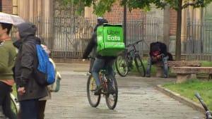Auslieferung für Hungerlohn: Ermittlungen gegen Partnerunternehmen von Uber Eats