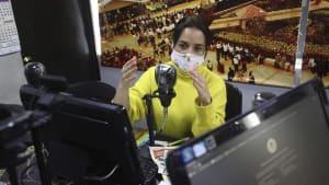 Schulfunk hält in Kolumbien Schüler bei der Stange