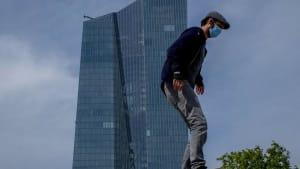 EZB erhöht Corona-Rettungsprogramm auf 1,35 Billionen Euro