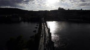 Prag und Budapest lockern - Schweiz und Österreich warnen - Euronews am Abend 01.07.