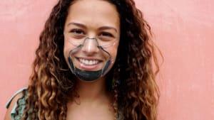 Durchsichtig und selbstreinigend: Ist dies die Maske für Maskenmuffel?