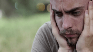 Schlapp trotz Nichtstun? Das steckt hinter der 'Quarantäne-Müdigkeit'