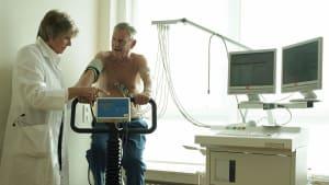 Forscher fordern: Liegestützen sollen EKG und Blutprobe ersetzen